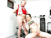 Horny senior fitness trainer screws a girl
