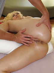 Horny slut gets a full release on the massage table