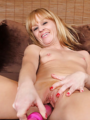 Cock starved Anilos Josie pleasures her needy milf pussy with a vibrator