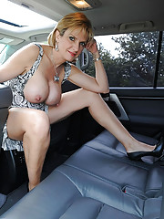 Milf lady sonia spreading in a car