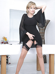 Waspie and sexy nylons leggy mature