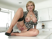 Dirty taking hot milf masturbates