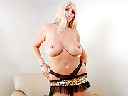 Anilos Karen Fisher tortures her clit with a high powered vibe