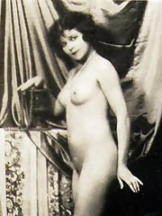 Pretty sexy nudes standing naked in thirties