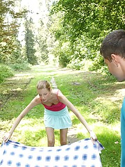 Sexy teenager nailed at picknick by boyfriend