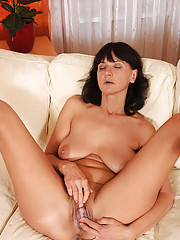 Chelsea spreads her milf pussy and masturbates with her fingers