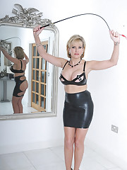 Lady sonia mature latex mistress