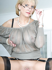 Nylons mature in glasses spreading