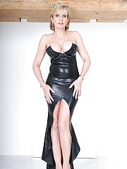 Elegant british mature dominatrix