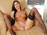 Milf India Summer brings her orgasmic masturbation sessions to Anilos