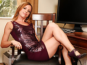 Carly Bell uses the infamous magic wand to make her pussy cum