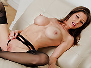 Elegant Anilos babe Angel massages her clit until she cums