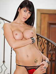 Glamorous Anilos model spreads and fingers her trimmed cougar pussy