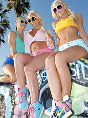 Hot ass beach skater chicks finger fuck in these horny lesbian real sex pics