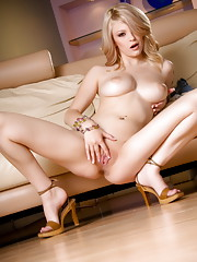 Bree Daniels shows you her unbelievable body