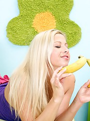 Babe playing with yellow bananas in cooter