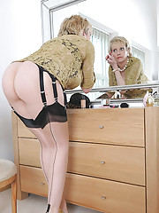 Perfect ass leggy mature mother