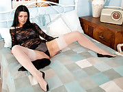 Sienna Richardson vibrates her cougar clit til she cums for Anilos