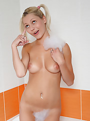 Blond and blue-eyed teen Pinky June shaves her cunt in the bath