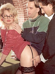 Lady pleasing two eighties dicks at one time