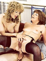 Two hairy retro ladies getting double stuffed