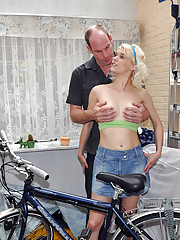 Bike fixer fucked by one of his sexy clients