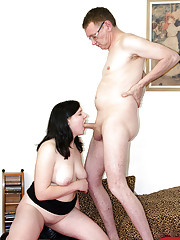 Horny old guy with glasses fucks pretty girl