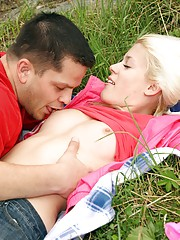 A nude blonde horny beauty drilled outdoors
