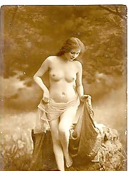 Vintage sweethearts posing naked in twenties