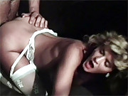 Dude dumps load of cum on blonde babes ass
