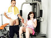 Guy training his big solid boner in her pussy