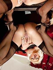 Anilos Lana Cox sits on a mirror for a better view of her hot pussy
