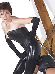 Rubber clad domina