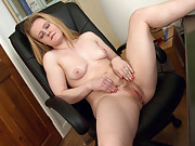 Laura Kaye is a very horny hairy girl
