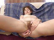 Hairy woman Alisa reads til she cums