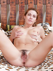 Wide open Edica and her hairy pussy