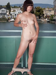 Hairy woman Ivan gets incredibly wet