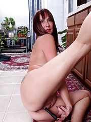 Naughty cougar fucks her mature pussy with kitchen utensils