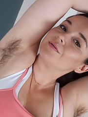 Hairy babe Maxine Holloway enjoys working out too