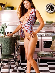 Playmate Exclusives May 2006 - Alison Waite�