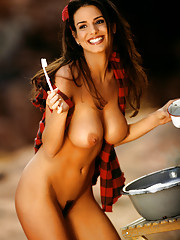 Playmate of the Month May 1999 - Tishara Lee Cousino�