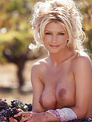 Playmate of the Month April 2000 - Brande Nicole Roderick�