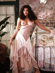 When Devin Reneé DeVasquez first visited Chicago, in September 1983, people who saw her asked, Who is that pretty young girl? Now they ask, Who is that beautiful young woman? We seldom get to watch a Playmate gro�