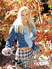 Playmate of the Month October 2003 - Audra Lynn�
