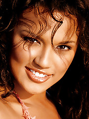 Playmate of the Month November 2005 - Raquel Gibson�