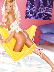 Playmate Exclusives April 2006 - Holley Ann Dorrough�