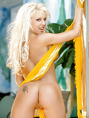 Playmate Exclusives May 2002 - Christi Shake�