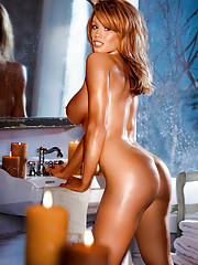 Playmate of the Month December 2005 - Christine Smith�