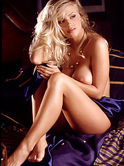 Playmate of the Month October 1998 - Laura Cover�