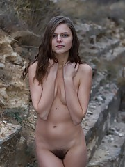 Outdoor hairy pussy shooting with Elena May